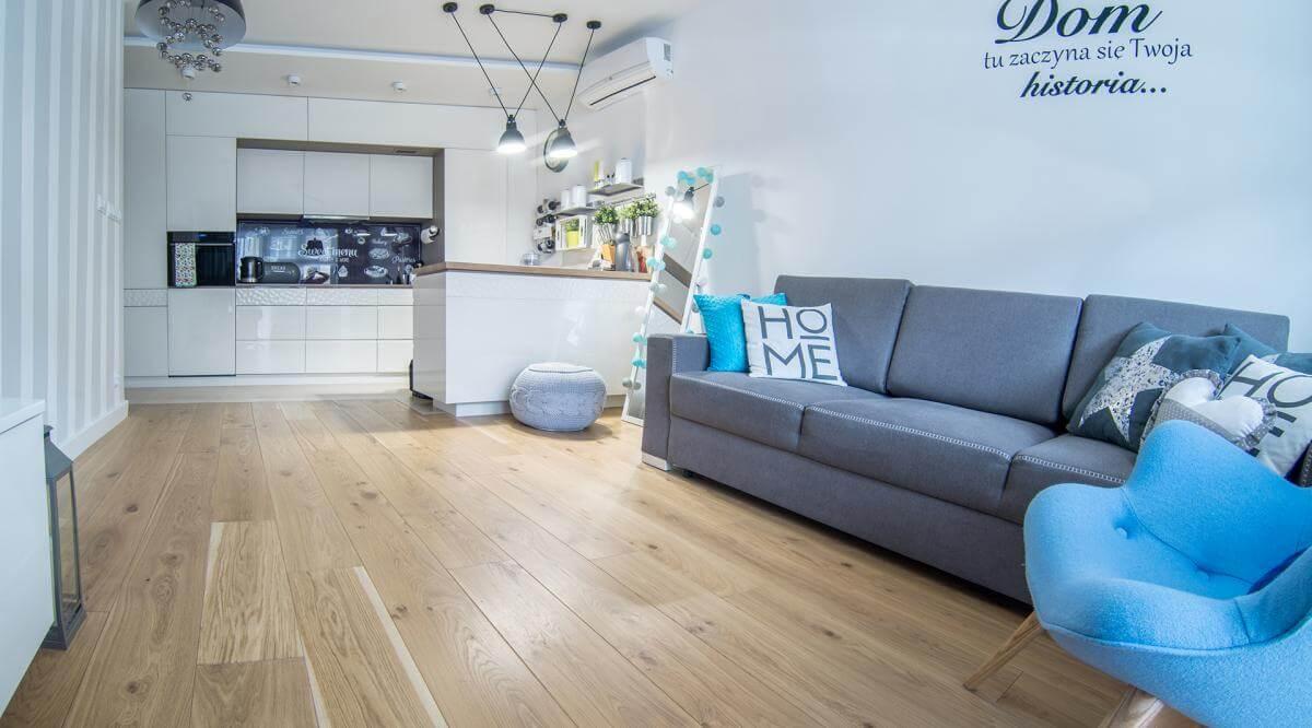 Drewniane podłogi – kiedy lepiej wybrać deskę litą, a kiedy dwuwarstwową?