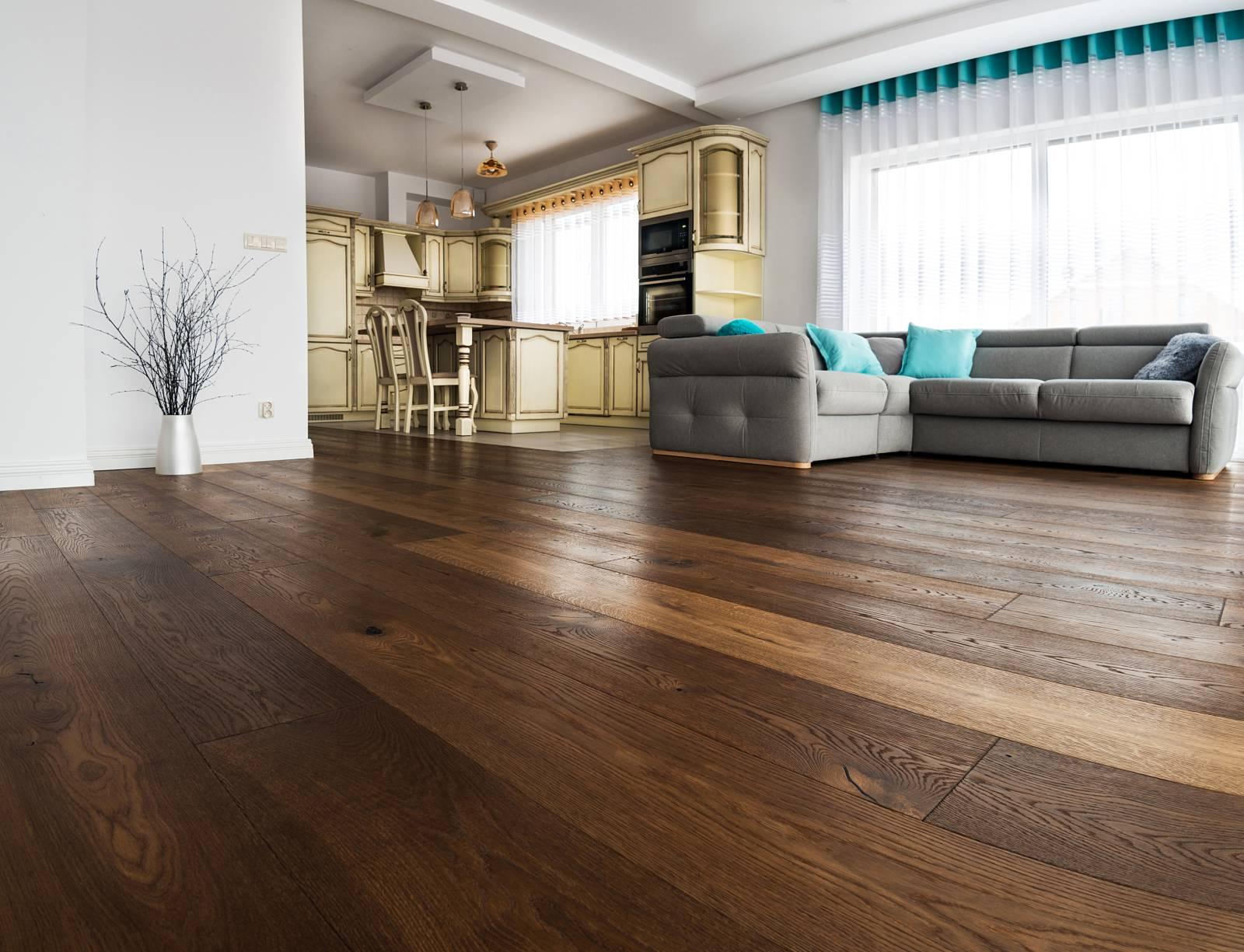 Drewniana podłoga z deski litej – zasady profesjonalnego montażu