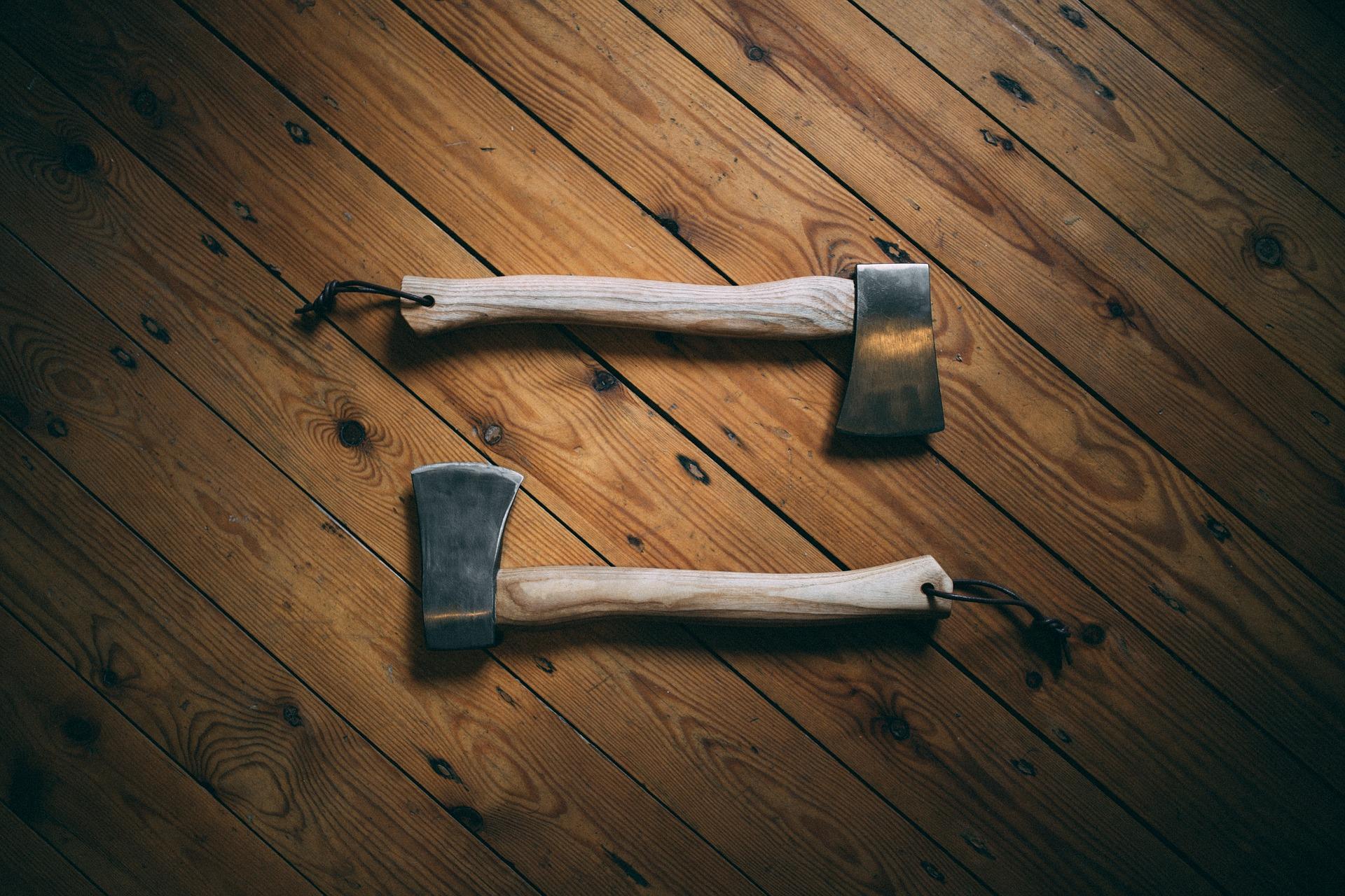 Które drewno jest najbardziej wytrzymałe? Test podłogi drewnianej z dębu i jesionu